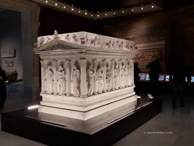 istanbul arkeoloji müzesi ağlayan kadınlar lahdi