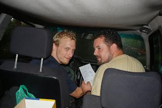 Photo: když pršelo předávali jsme diplomy v autě :-)