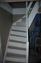Photo: Trappen til førstesal, hvor oliefyret stod nedenunder gemt bag en lille foldedør.