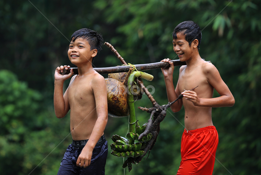 Smile of Harvesting by Esther Pupung - People Family