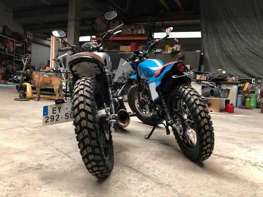 transformation arrière, feu et clignotants, garde boue, cfe racer, modification Motorcycle