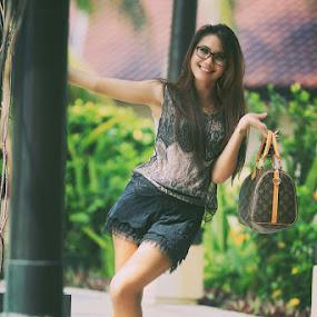 by Eka Tooleh - People Fashion
