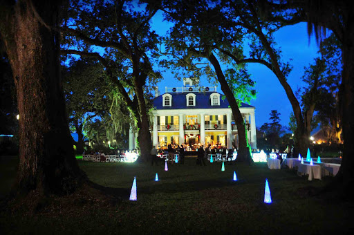 Houmas-House-Plantation-Front-Dark.jpg - Travel to Louisiana aboard American Cruise Lines and appreciate the festive vibe at the Houmas House during the Christmas season.