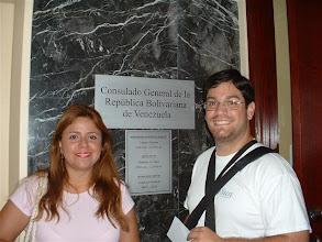 Photo: Frente al consulado de Venezuela, tramitando varias documentos y cambio de centro de votacion