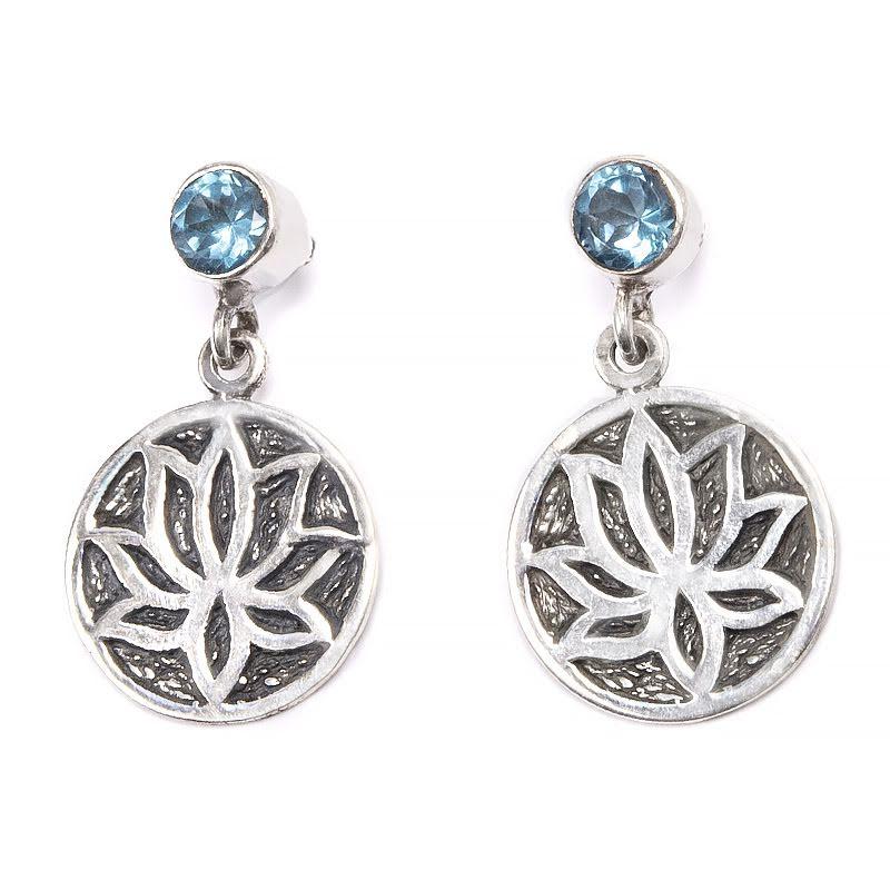Blå topas, stiftörhänge rund slät sten med lotus