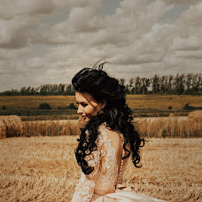 Wedding photographer Yulya Kamenskaya (kamensk). Photo of 16.10.2017