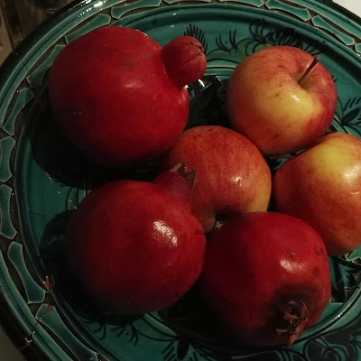 pomegranates and apples di pluto0762
