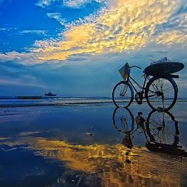 Not alone by Do AmateurPic - Landscapes Sunsets & Sunrises ( reflection, sky, bike, sea, summer, vietnam, seascape, sunrise, amateurpic )