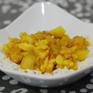 Slow Cooker or Stove Top Potato Cauliflower Curry (Aloo Gobi).