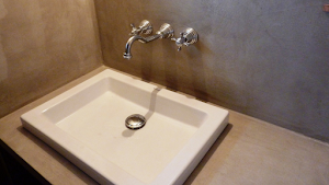 salle de bain plan de travail béton ciré plan de vasque béton ciré par Les Bétons de Clara spécialistes béton ciré plan de travail salle de bain