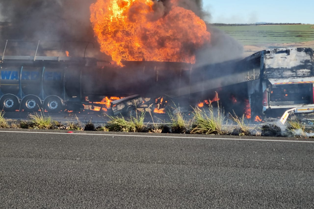 IN PICS   Seven dead, N3 closed in both directions after fiery N3 pile-up