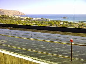 Photo: Cubierta. Ensayo de estanqueidad en primer plano y vistas de la bahía de Altea.