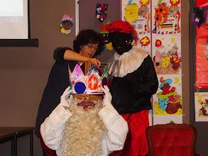 Photo: Sinterklaas krijgt een mooie verjaardagskroon