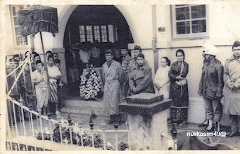 Photo: Andi Djemma Datu Luwu ke 36, meninggal dunia di Jongaya, Gowa tanggal 23 Pebruari 1965 pukul 20.30 dan disemayamkan di Masjid Babul Firdaus, Jongaya, Gowa tanggal 24 Pebruari 1965 dihadiri oleh Menteri Perindustrian Ringan RI Brigjen M.Yusuf dan isteri. Andi Djemma dimakamkan di Taman Makam Pahlawan Panaikang, Makassar. http://nurkasim49.blogspot.com/2011/12/v.html