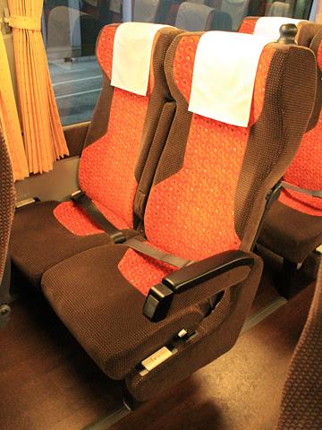 JR東海バス「名神ハイウェイバス」14便 747-15958 シート