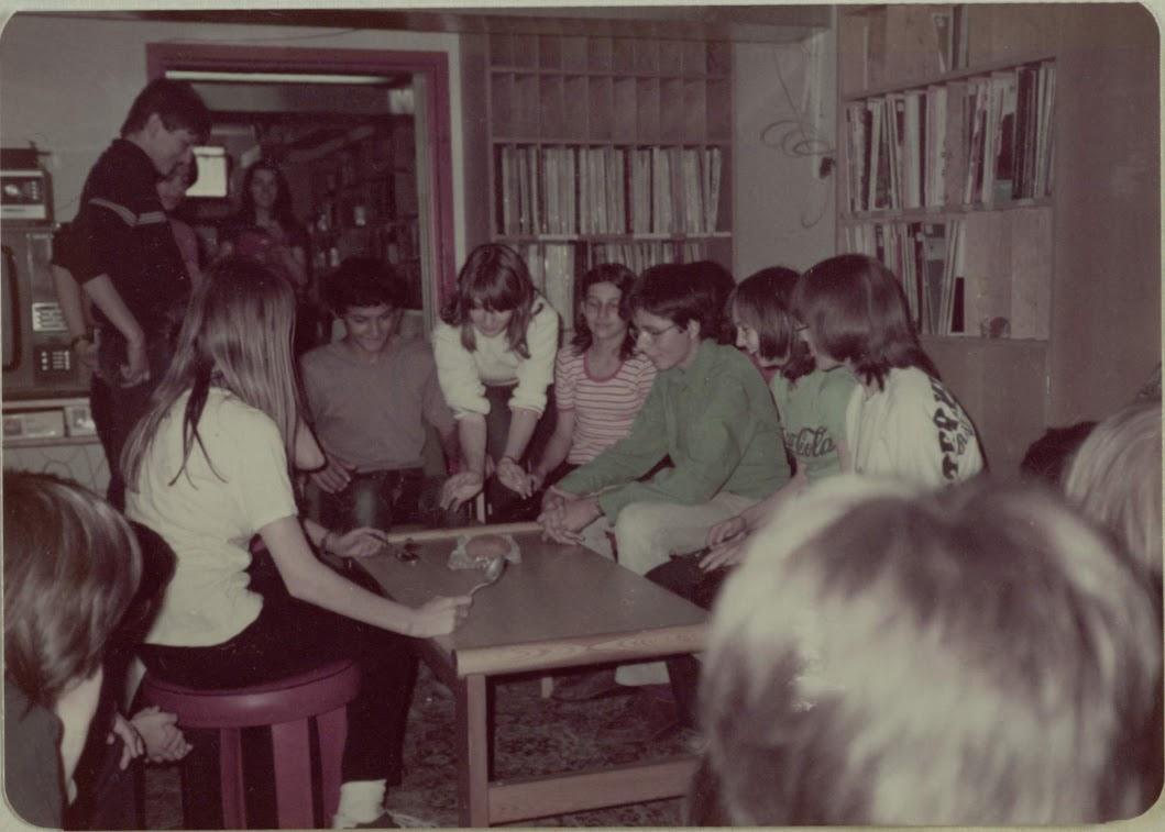Gyerekek a könyvtárban 1984