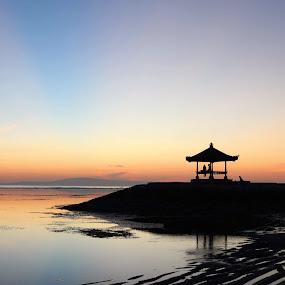 The sunrise couple  by Ashok Radhakrishnan - Landscapes Sunsets & Sunrises ( love, sky, sunrise, bali, indoneia, beach, dawn, travel, sanur )