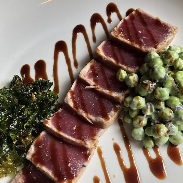 Seared Tuna with wasabi peas and kale