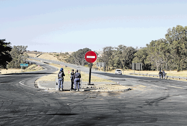 The N2 was closed after protests erupted in Breidbach once again