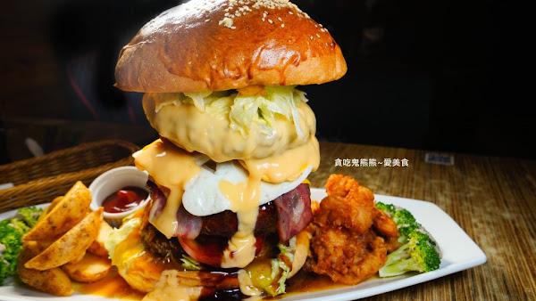巨無霸漢堡,總重將近一公斤漢堡肉堆疊的高雄天空塔 –森本日式和風洋食堂