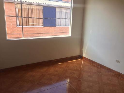 Casas en Arriendo/venta - Bogota, Las Flores 642-4572