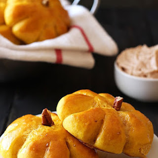 Pumpkin Bread Rolls with Cinnamon Butter