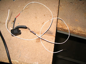 Photo: Pongo un zumbador de 12 voltios y en el negativo le pongo un diodo para evitar que haya un retorno de corriente hacia la alarma de la autocaravana.