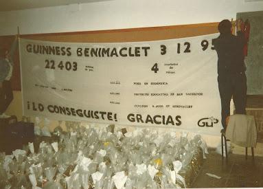 Cartel consecución Récord Guinness pesetas alineadas