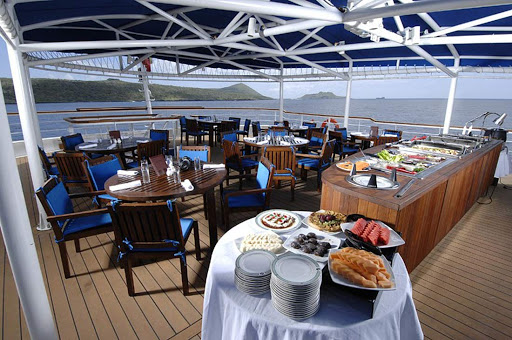 La-Pinta-dining.jpg - Passengers can often dine al fresco on the deck of La Pinta from Un-Cruise Adventures.
