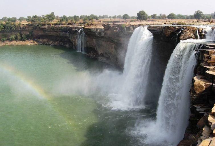 1) Visit the Chitrakoot Waterfalls.jpg