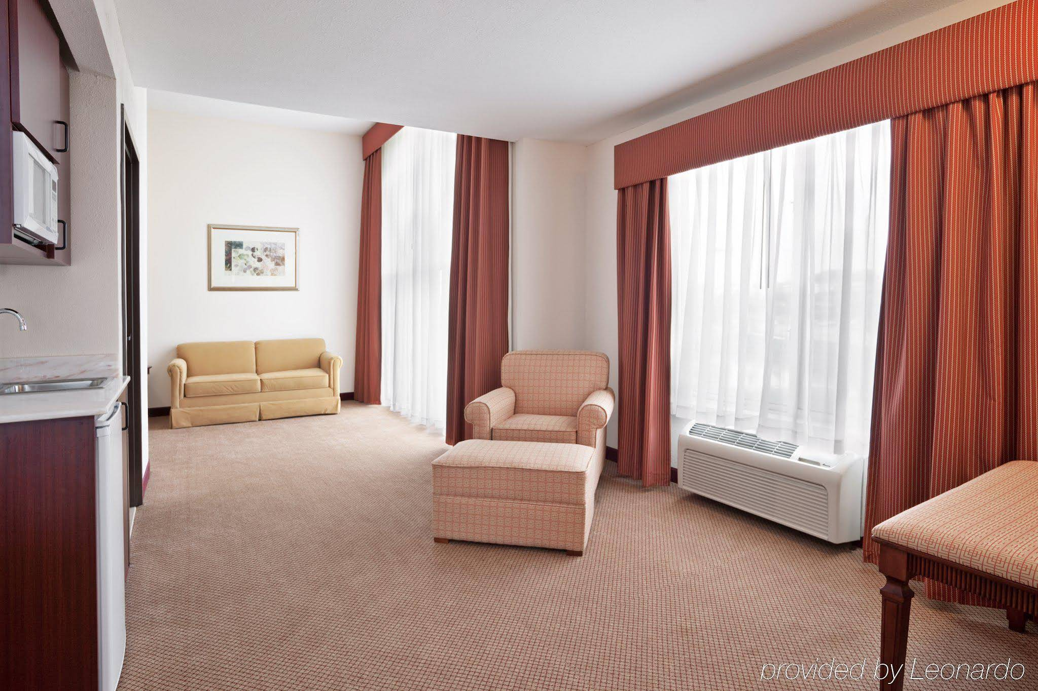HOLIDAY INN EXPRESS® & SUITES - Northville MI 21100 Haggerty Rd. 48167