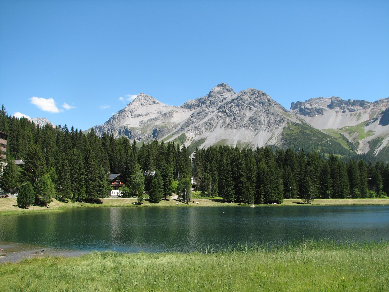 Arosa,_Switzerland_-_Lake_(1).jpg