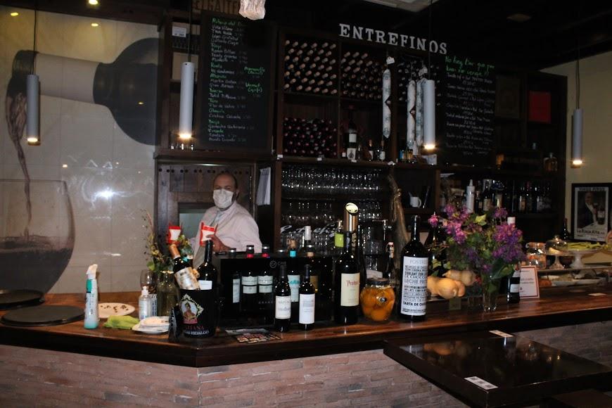 El gerente de Entrefinos en su céntrico y emblemático establecimiento hostelero.