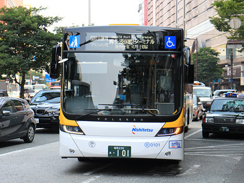 西日本鉄道 福岡都心連節バス 0101 天神ソラリアステージにて