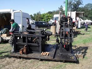 Photo: ....... une machine à fabriquer les sabots.