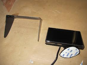 Photo: Ya está listo, ahora lo pego con unas gotas de Loctite a la periferia del monitor.