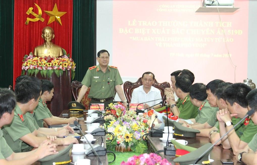 Đồng chí Thiếu tướng Nguyễn Hữu Cầu, Uỷ viên Ban Thường vụ Tỉnh ủy, Giám đốc Công an tỉnh Nghệ An phát biểu tại Lễ trao thưởng.