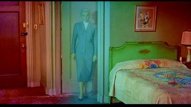 """Photo: O famoso plano do renascimento de Madeleine (Kim Novak) surgindo da """"névoa"""" verde em """"Um Corpo que Cai""""."""