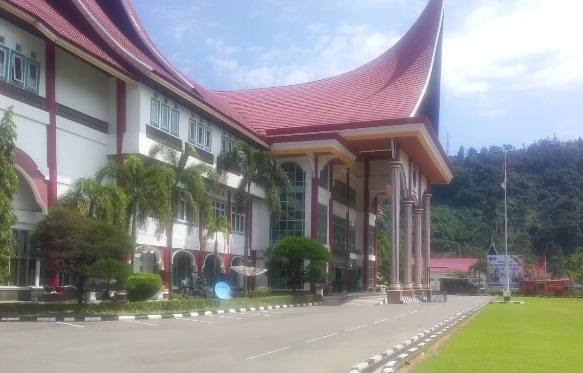 Ditengah Aksi Demo Di Kejari Painan Aktifitas Perkantoran Pemkab Pessel Normal