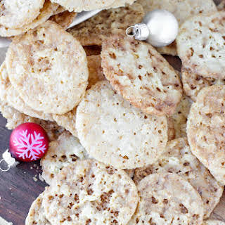 Old Fashioned Oat Lace Cookies.