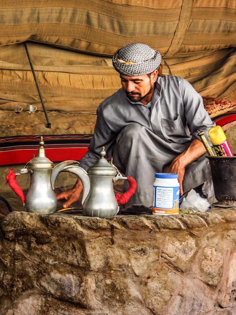il tè nel deserto                  السماء الواقية   di alfonso gagliardi