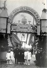 Photo: 1928 Ereboog ter gelegenheid van het gouden huwelijksfeest- Henricus van Gurp en Adriana Maria Schellekens