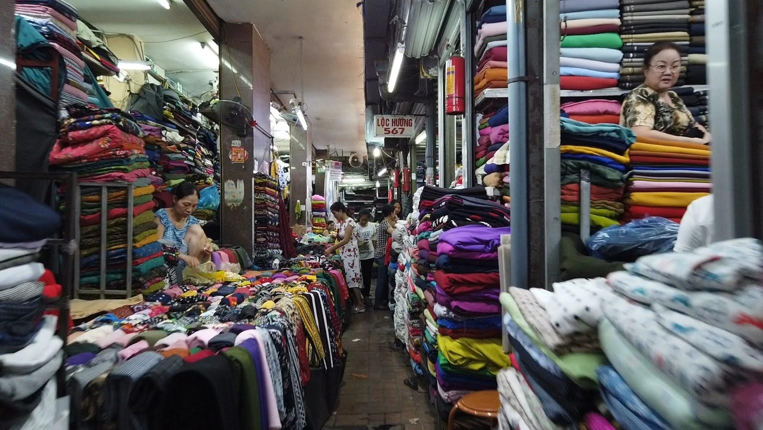 Bên trong chợ bán vải may mặc thời trang tại Hải Phòng 3