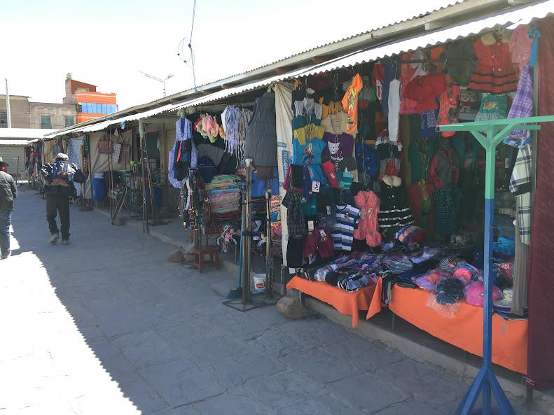 ウユニの街の東側の市場