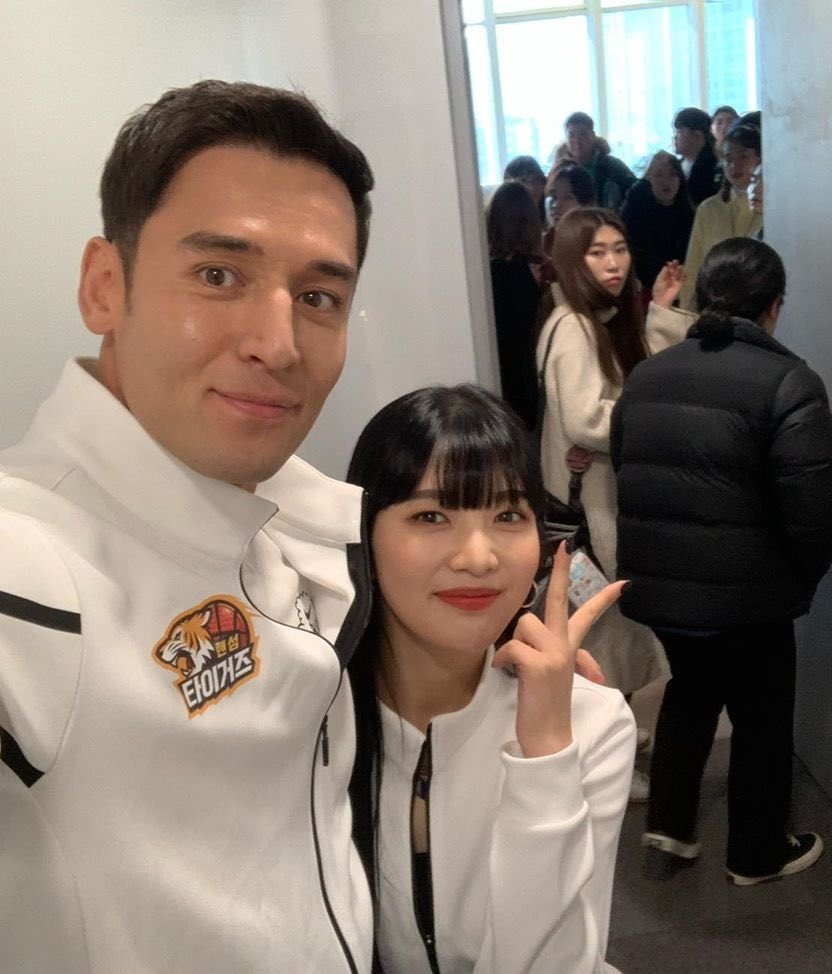 julien kang red velvet joy @heroes_twt