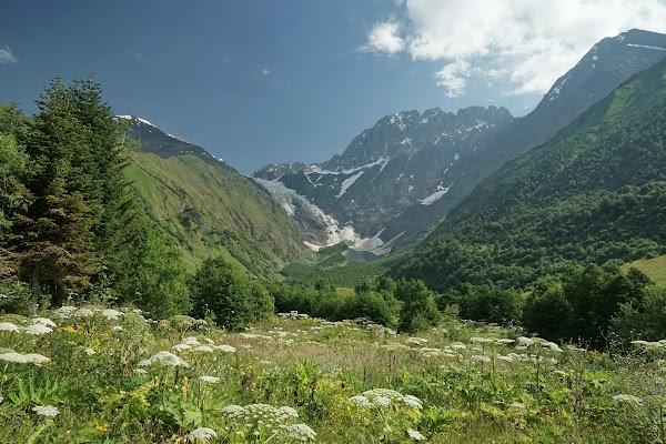 Blick auf den Gletscher unterhalb des 4.500 m hohen Ailama.