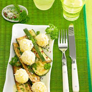 Zucchinischeiben mit Kräutervinaigrette