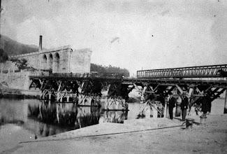 Photo: Construíndo a Ponte da Barca
