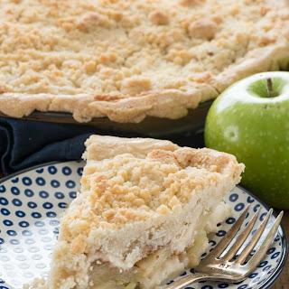 The BEST Crumb Apple Pie