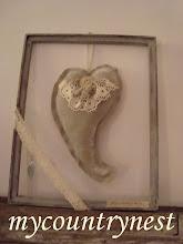 Photo: cornice vintage con cuore elfico in lino